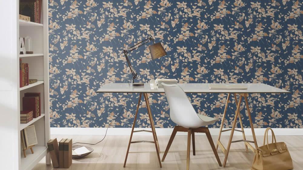 Arbeitszimmer Büro Vliestapete Akzentwand Blättermotiv Rasch Uptown blau beige braun